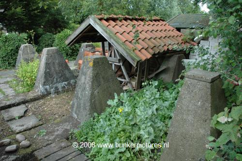 De drakentanden aan de noordzijde van de Munnikenweg. Foto: www.bunkerpictures.nl